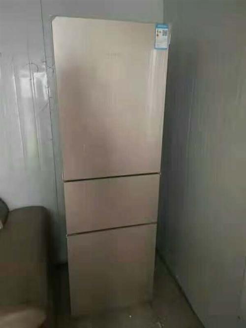低價出售冰箱,九成新買來沒怎么用就放著