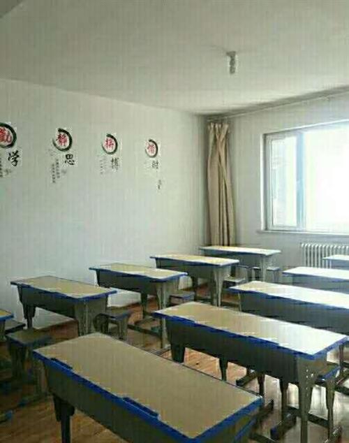 學考樂英語培訓班不干了,低價處理全部用品,學生課桌50元,打印機260元,筆記本電腦720元,