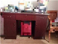 衣柜,不銹鋼雙層架子。電視柜。洗臉盆……