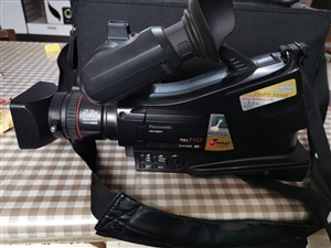 索尼摄像机HDC-MDH1,专业摄像机,拍摄很清晰,以前干摄像现在不干了,需要转让
