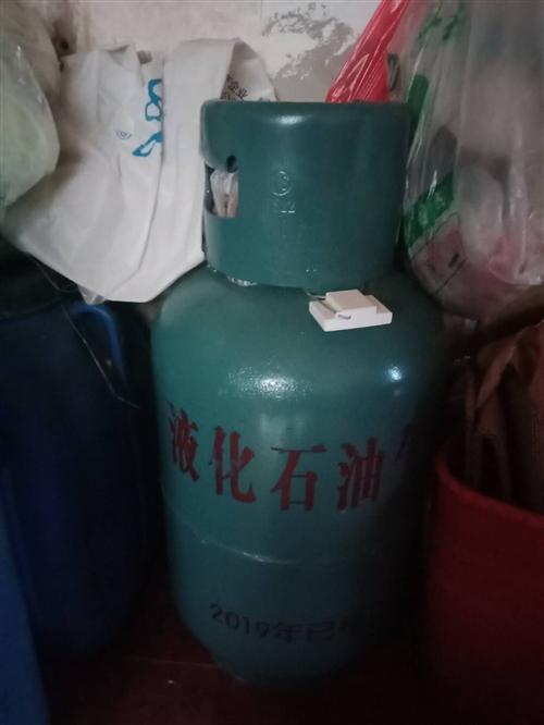 本人有一個煤氣瓶,有戶頭的想賣掉,有需要的可以跟我聯系。