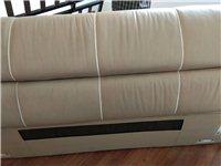 雙虎7成新品牌皮床,尺寸2.4×2.2,帶兩個床頭柜!另加品牌床墊一張!搬家,急著出售