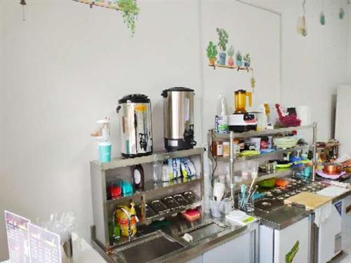 奶茶器具,水吧,不銹鋼沙拉臺,冰柜,煤氣灶等等奶茶設施及餐飲設施,使用年限不超過1年