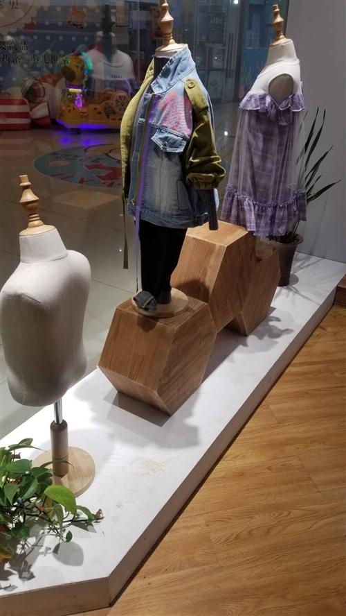 童裝店整體道具轉讓(衣架,褲架,桌子,收銀臺,架子,模特)。超低價處理。