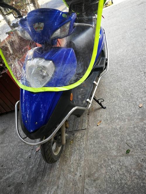 新买一个月的豪爵踏板摩托车,保险已买,手续齐全,有牌有证,可以过户。老公送的礼物,因为平时走的不远,...