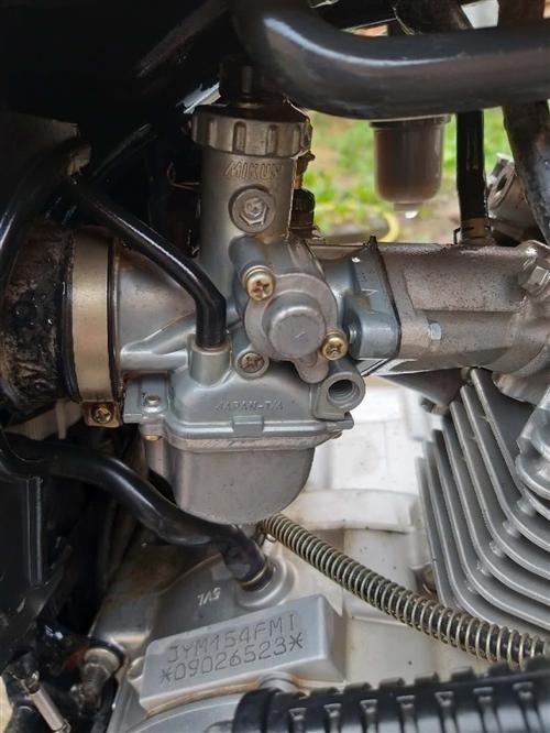 雅馬哈YBS125摩托車。剛換的新電瓶,一下就著。車況非常好,發動機聲音非常好聽,發動機保證無拆無修...