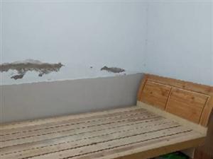 因拆�w除理一批九�有�1米2的床及�W生桌椅,�r格���系。