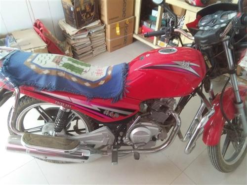 本人在玉门出售有续齐全的摩托车。品牌是重庆125,5个档位,骑了两年,4千多公里。本人自2012年到...