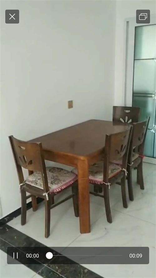 自己用的餐桌,实木,一套四个椅子,有意请联系