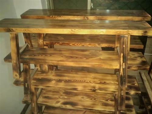 纯实木桌子  宽板凳,真材实料,九成九新,低价出售,有需要的速联系,非诚勿扰,谢谢!