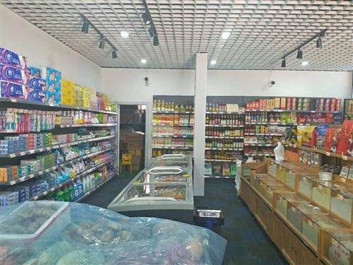 新超市內所有九成九新設備包含:貨架,收銀機,收銀臺,打秤機,冷柜,冰箱,糧食架,水果架,菜架,購物車...