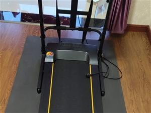 家用跑步机,买回来只用了半个月,一直在家闲置,现低价出售,18237903998崔女士,非诚勿扰!
