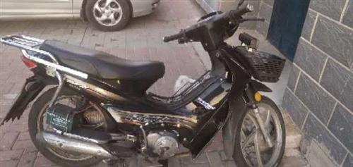 出售二手摩托车,因为要外出所以要出售!!九成新!!!可小刀,着急出兑!!!有相中的可以打电话1716...
