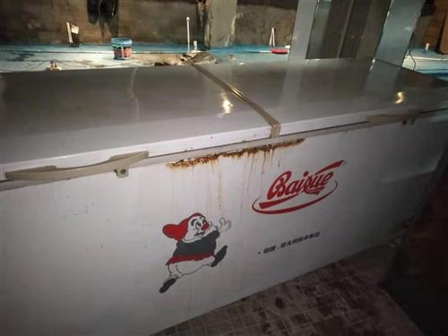 閑置大冰柜一臺2.4米長90厘米高,五成新低價出售,有意者請聯系我。