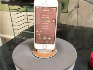 出售苹果手机音响!音响插上去苹果手机就能充电~放在房间听歌很温馨。。。随便有要苹果5S的16G一起出...