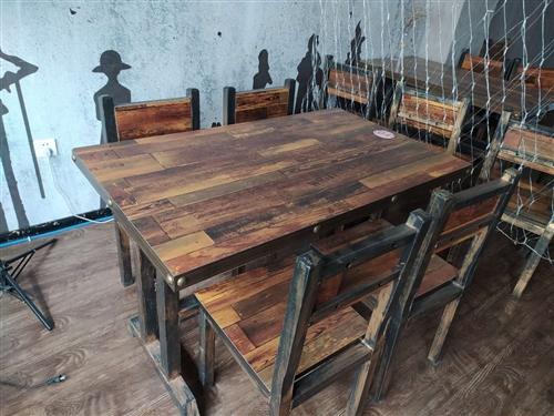 復古餐廳桌椅,九成新,新手創業失敗現轉出,共10套,若10套全收,價格優惠