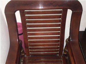 两个座椅,两个单人沙发,