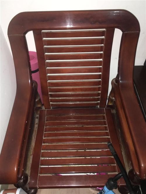 两个凉椅,两个单人沙发,