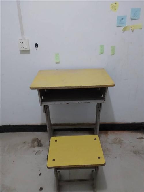 有要課桌椅子的給我聯系