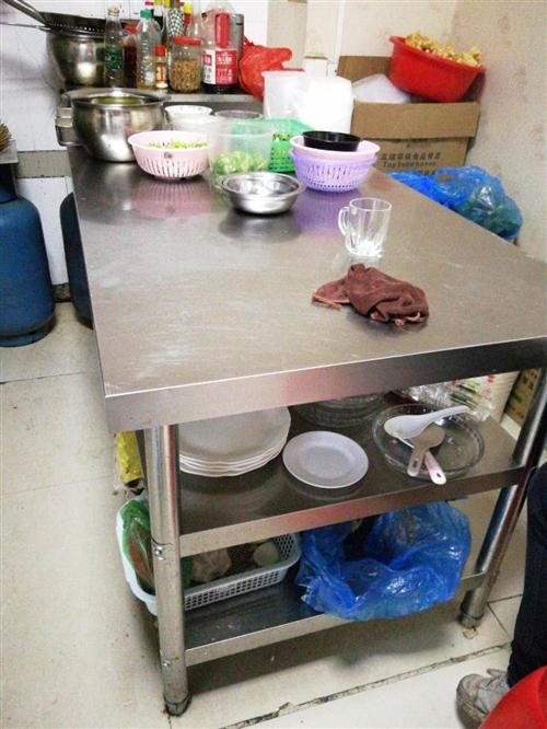 304不锈钢厨房操作台  3层  80*80*150cm 本人买了2个操作台,由于厨房放不下,现低...