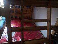 木质上下床,赠送床垫,下面2.2*1.8,上面1.5*1原价2000多,使用一年多,完好无损害,65...