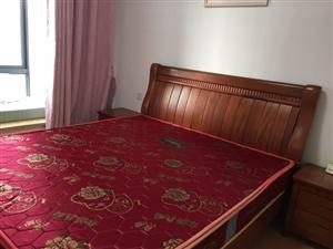 一米八大床八成新,买来2800,现半价出售包括席梦思,联系电话18155606077