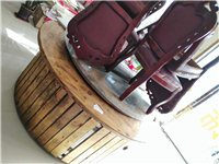 出售鐵鍋燉桌椅一套,九成新 電話18032416578