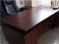 八成新板臺帶副臺,真皮轉椅高度可調,另有純正老榆木實木條桌4張,價格美麗、有意電聯!