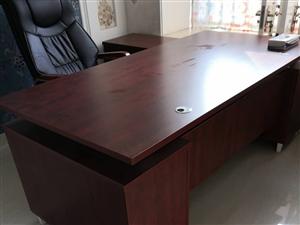 八成新板�_�Ц迸_,真皮�D椅高度可�{,另有�正老榆木��木�l桌4��,�r格美��、有意��!