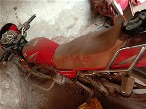 個人一手摩托車,飛鷹雅馬哈125一輛,沒怎么騎過,14000千公里,車況良好,雙啟動,新電瓶,車新,...