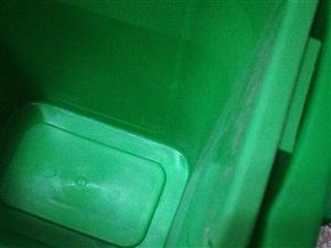 �W上�I的垃圾桶,**�榱伺恼詹砰_封的,小的十八�I的,大的三十�I的,�F在便宜�理了,小的物流有�c磕碰,...