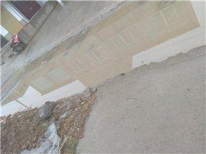看看周集�迎水村水泥路,下雨都出不去呀