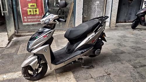 女士踏板車,浙江勁野尚領踏板,國四電噴125手續齊全可以上牌,公里數3000,新車原價4680