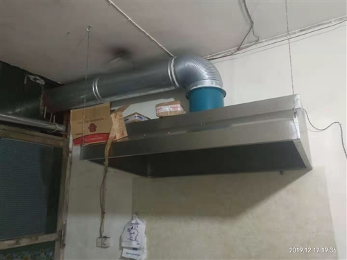 便宜出售小型餐馆用的冰箱、油烟机、猛火燥等,买来才用得2个月左右