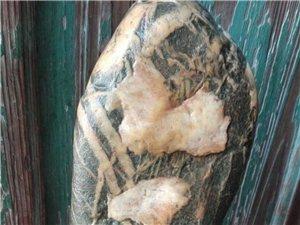 文字石的魅力在于似与不似之间,有无穷的想象空间。在于妙手偶得自然天成。我的奇石之一一一文字石