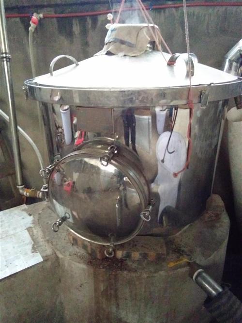 304不銹鋼釀酒設備一套。一次最多可煮300斤高梁或250斤包谷。用了一年。