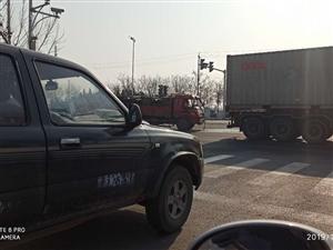 大港迎新街与南环路交口发生交通事故