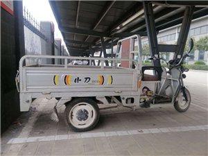 本人有一辆小刀电动三轮车要出售,八成新,有想要的请联系电话:15237023836,价格面议。