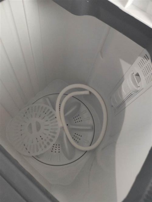 小鴨雙缸洗衣機自用一個月,550買的,因本人回老家現400出售張店區南定鎮自提。羅喬:1596698...
