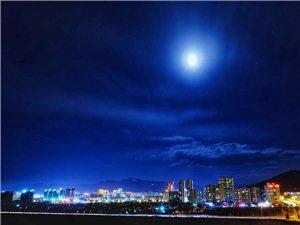 昭��^�D月十五的月亮