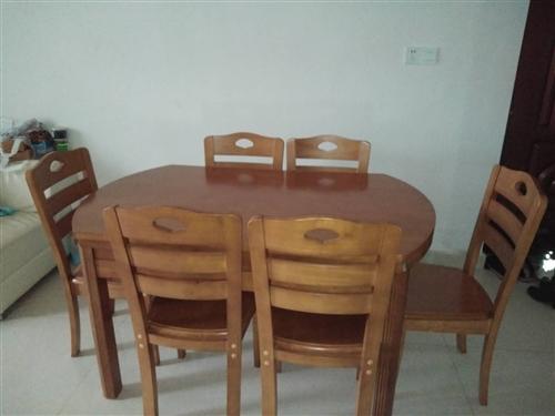 本人因搬家,與新家裝修風格不搭,故出售餐桌,八九成新,價格1200元,有意者聯系1527039704...