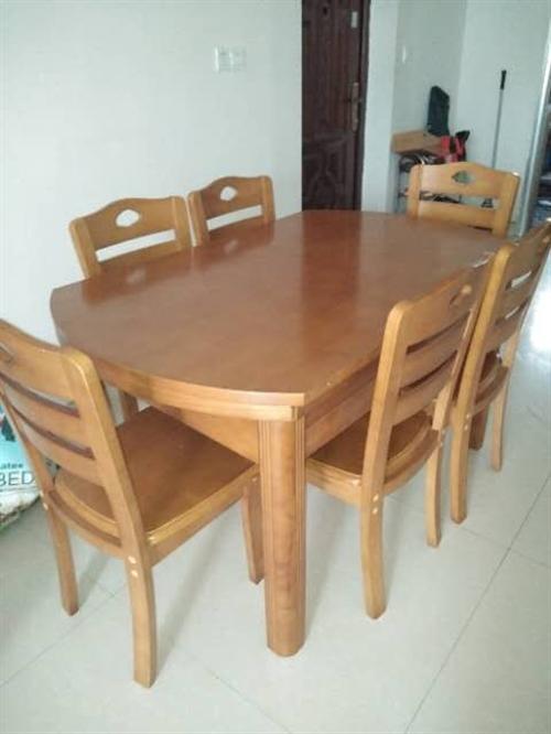 本人因搬家,與新家裝修風格不搭,故出售功能餐桌,八九成新,價格1200元,有意者聯系15270397...