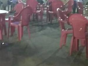 房租到期,饭店所有桌椅板凳设备大处理,电话??13466326894微信同步