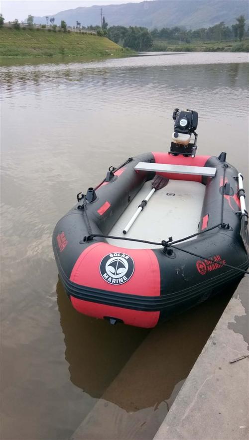 橡皮沖鋒艇新買不到三年很少用,船外機是四沖程4馬力。是釣魚,游玩江河湖泊的戶外運動的理想工具。