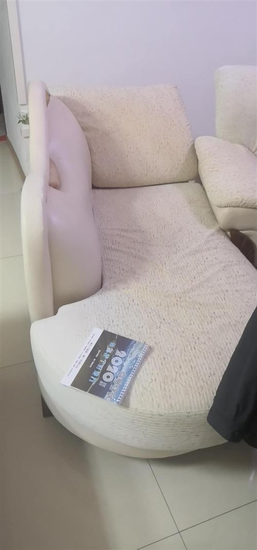 新買了沙發,原來的沙發不要了,誰要拉走就行。