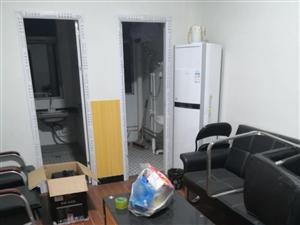 泰和小�^附近1室 1�d 1�l375元/月