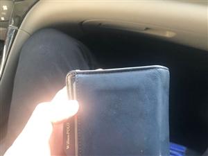 本人昨晚在步行街南头捡到一钱包、失主请与我联系、17609377917