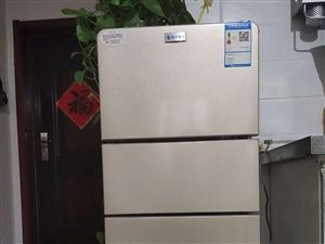 迷你小三层冰箱,138升品牌。杨子冰箱24小时半度电,冷冻。冷藏。软冻,非常方便,买的时间不长。用不...