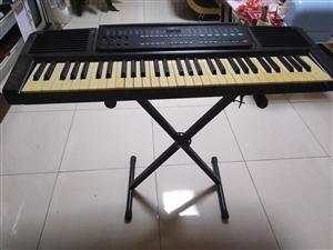 美科的电子琴一架,孩子不弹了,需要的朋友联系我。