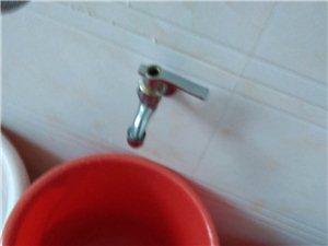 揭西县城的自来水真的同抢年货一样好紧张啊!天天都盼着龙头的水